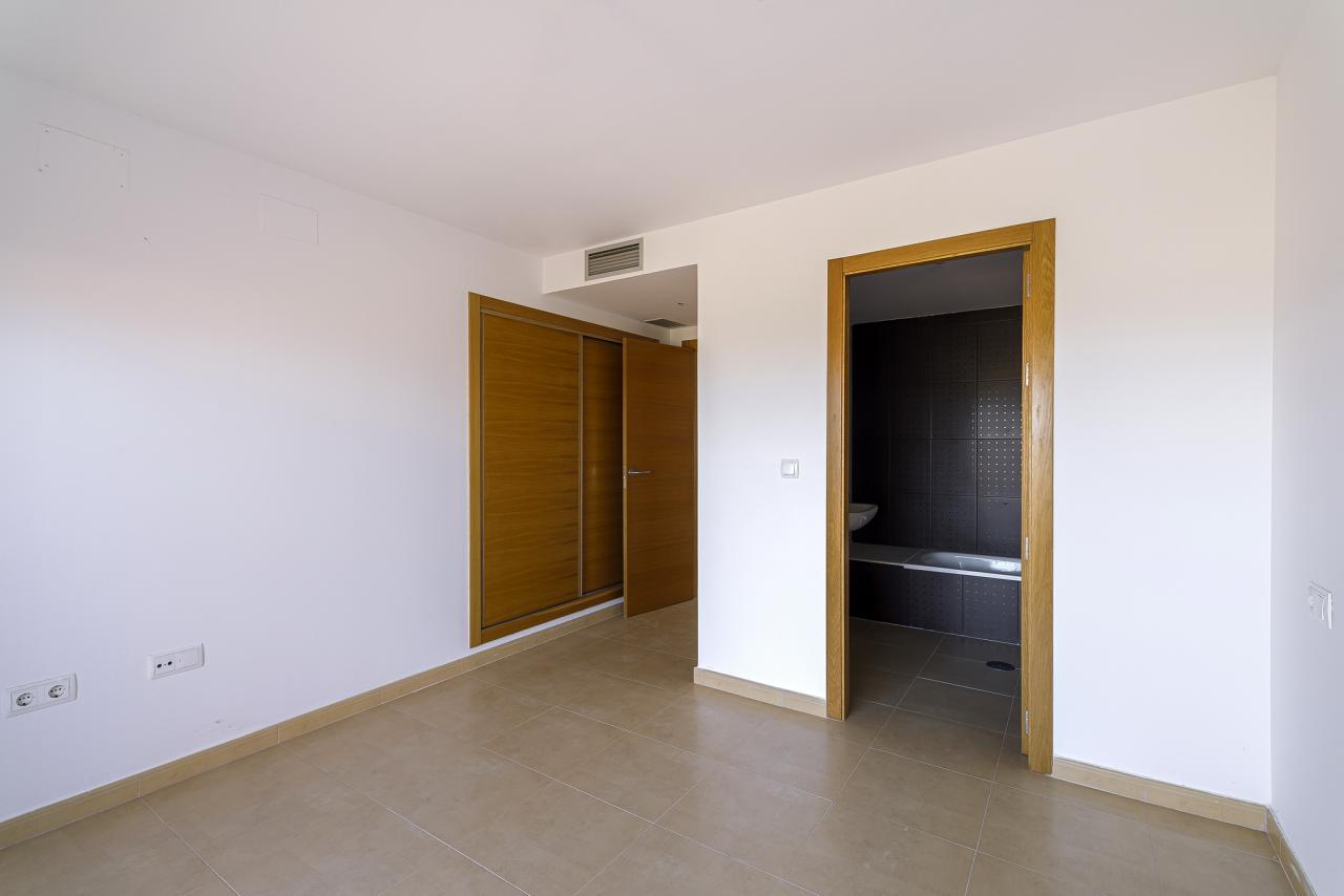 11-05-2021_MainBedroom2.jpg